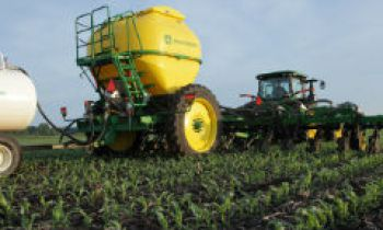 CroppedImage350210-JohnDeere-NutrientApplicators.jpg